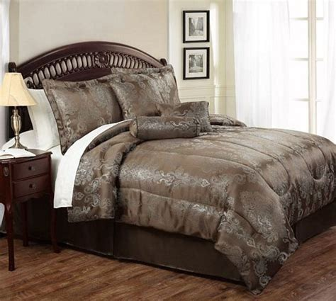 brown queen comforter 37 best images about bedding on pinterest striped