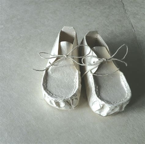 Make Paper Shoes - baby shoes made of japanese washi paper japan style