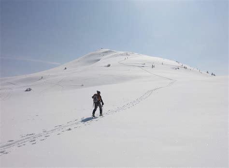 einsame hütte im schnee mieten einsame spuren im schnee urlaubsziele und destinationen