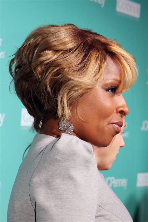 mary jblige latest hair style more pics of mary j blige short curls 7 of 10 short