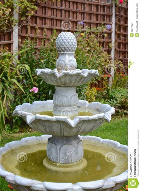 jardin fontaine fontaine de jardin photo stock image 43347091