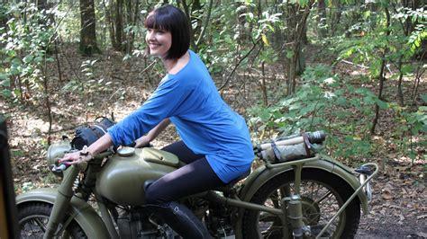 Frauen Motorrad Modelle by Hintergrundbilder Frauen Im Freien Frau Modell