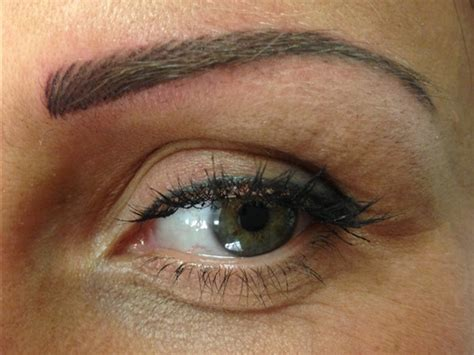 dolore all angolo interno dell occhio nicoletta www nicolettariccibeautyblog it
