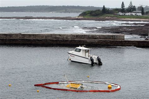 fishing boat sinks fishing boat sinks at shellharbour illawarra mercury