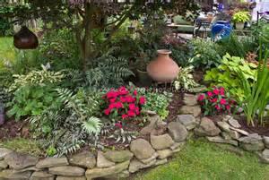Beautiful shade garden   Plant & Flower Stock Photography