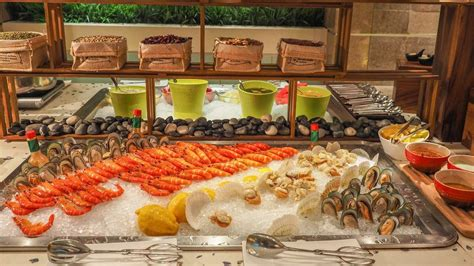 new year buffet at plaza brasserie top hotel buffets best buffets in bugis singapore