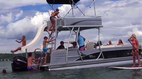 luxury pontoon boats reviews 2014 pontoon boats avalon paradise funship avalon