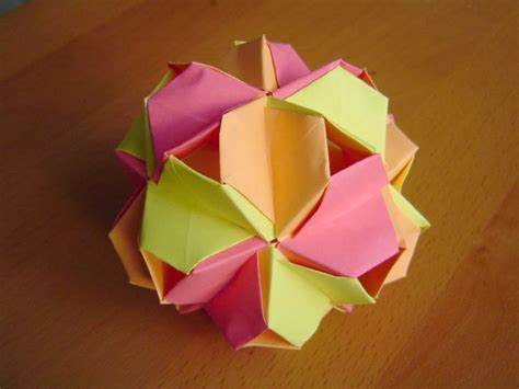 Modular Origami Balls - modular origami balls and polyhedra folded by micha蛯