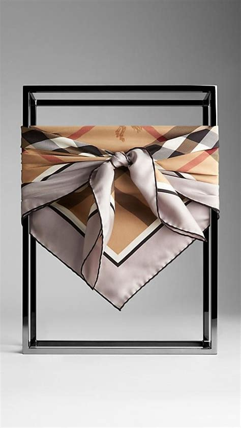 12 Most Stylish Burberry Scarves by Best 25 Burberry Scarf Ideas On Burberry