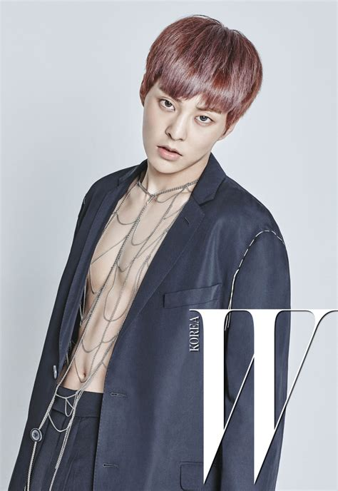 exo abs exo xiumin bares his abs for wkorea daily k pop news