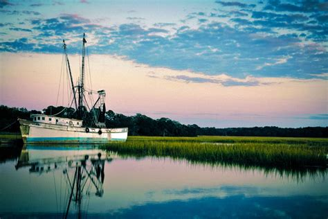 shrimp boat hilton head the crazy crab seafood restaurant at jarvis creek hilton