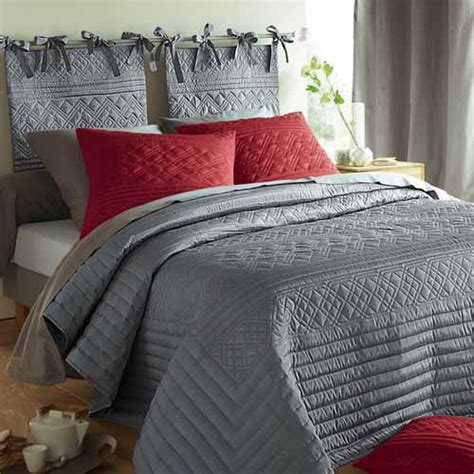 Grey Bedroom Quilt 1000 Images About Cottage In And Grey On