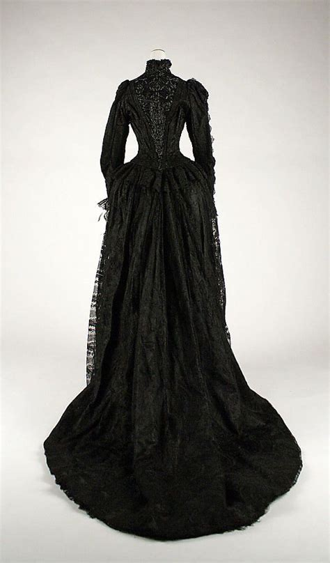 X54 Fm Piyama Satin Hitam 626 best images about vintage court evening gowns on auction museums and