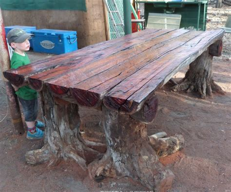 tables made from logs with a chainsaw i a rustic log furniture table