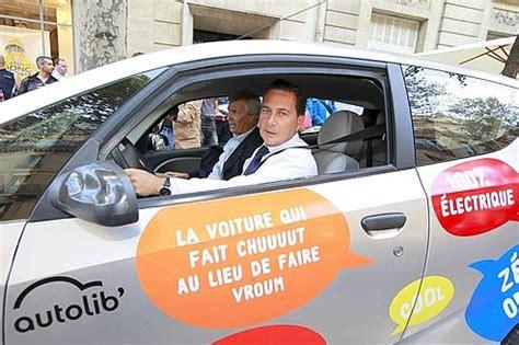 siege autolib sur le si 232 ge arri 232 re de l autolib avec les parisiens