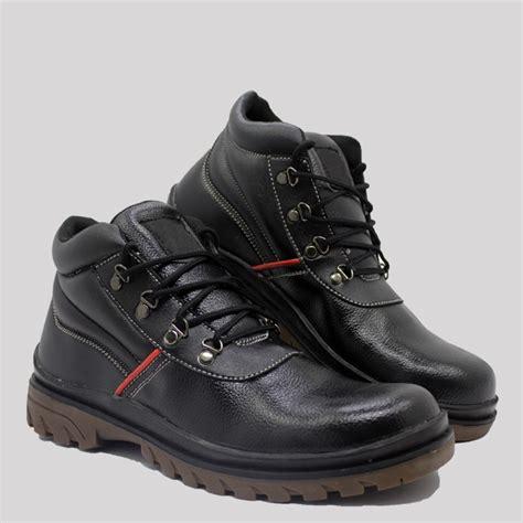 Sepatu Fila Shopee sepatu boots pria blucrat shenron safety shopee indonesia
