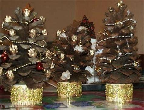 navidad adornos de navidad con pias de pino ideas para decorar con las pi 241 as de los pinos en navidad
