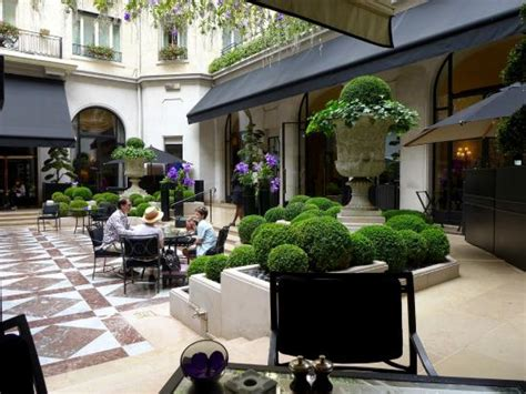 86 terrace dining room courtyard terrace dining par spa picture of four seasons hotel george v paris