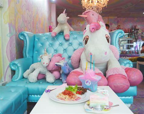chez unicorn on voit la vie en rose les petites manies unicorn caf 233 un caf 233 pour voir la vie en rose pigsou mag