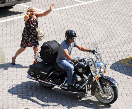 Kaos Harley Davidson Eat My Dust biker clooney chased by shrieking fan metro news