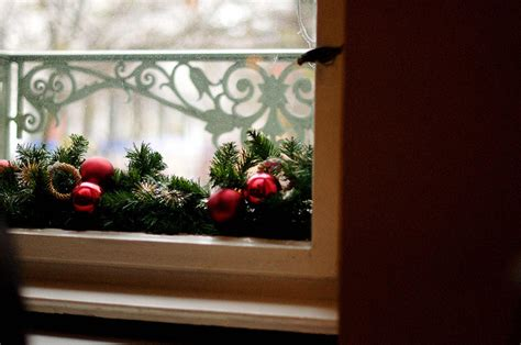 3 budget friendly holiday decorating ideas canadian