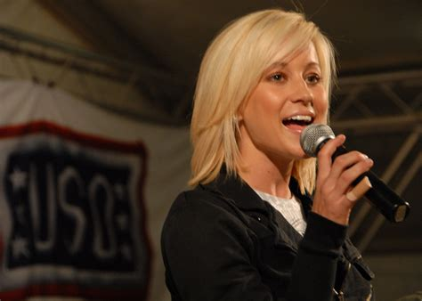 Kellie Pickler Shows Investments On Idol by Macares Uso Concert At Kandahar Air Field