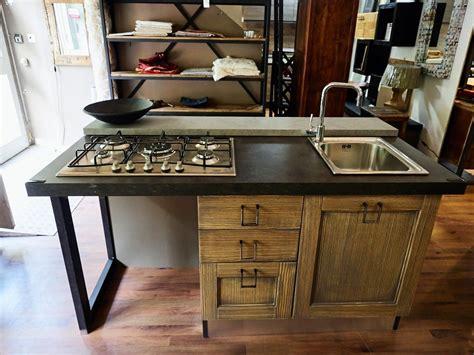 lavello e piano cottura cucina isola vintage shabby grey con lavello e piano