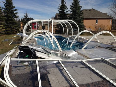 How Retractable Pool Enclosures Guarantee Extended