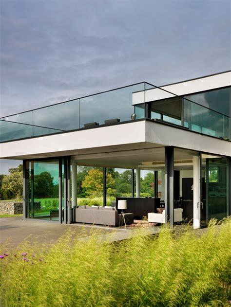 haus mit veranda neubau modernes neubau haus in berkshire mit blick auf die themse
