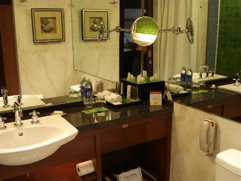 hotels in hyderabad with bathtub hyderabad mariott bathroom picture of hyderabad marriott