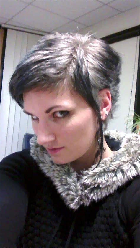 cheveux chatain meche grise coloration des cheveux moderne meches sur cheveux gris blanc coiffures de mode moderne