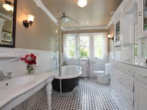 Bathtub Floor Molding Traditional Full Bathroom With Wainscoting Amp Crown Molding
