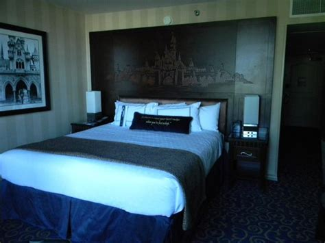 disneyland hotel 1 bedroom suite living room of 1 bedroom suite picture of disneyland