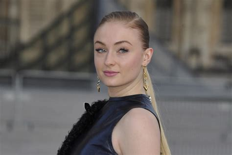 sophie turner tapped to star in louis vuitton campaign