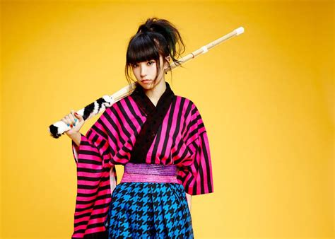 Headset Yang Dipakai Penyanyi inilah 5 penyanyi anime song paling terpopuler menurut dafunda otaku up station