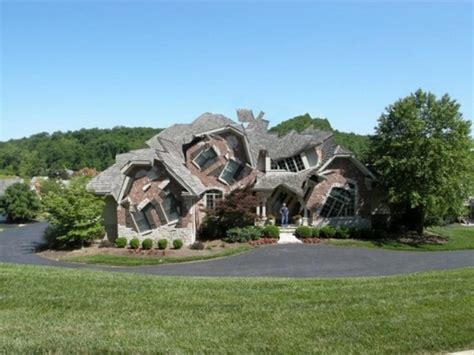 weird houses 15 weird homes we all wish we lived in