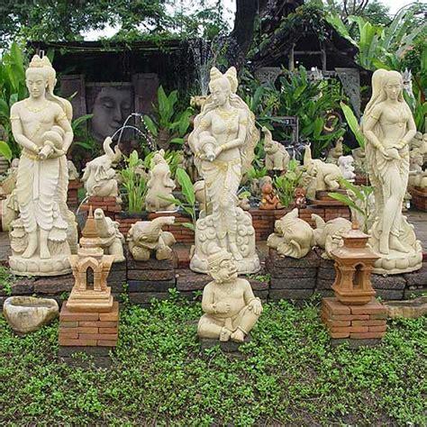 talking tradesmen outdoor statues