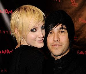 Pete Wentz Gets In Another Fight by Scoop Another Involved In Ashlee And Pete Wentz
