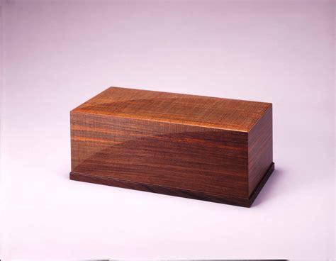 sashimono woodwork box of sandal wood with decoration of box wood