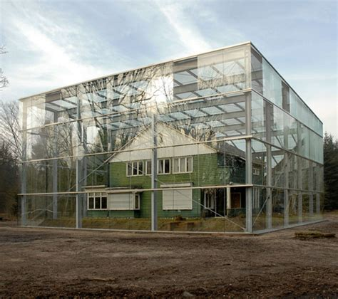 Glass Box House | history in a glass box archkidecture