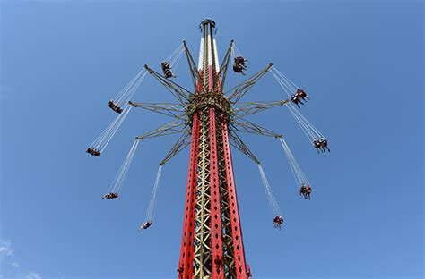 six flags new england swing 13 best new thrill rides of 2014 smartertravel