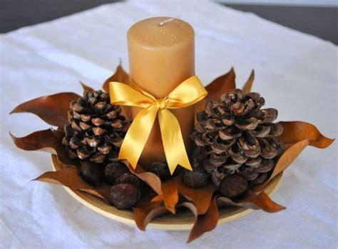 centrotavola natalizio con pigne e candele centrotavola con le pigne ecco 20 idee lasciatevi ispirare