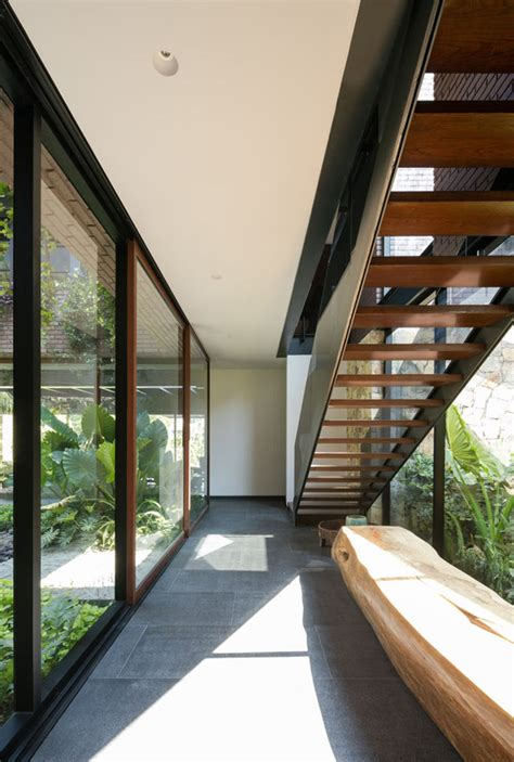 modern hallway woth glass wall homemydesign