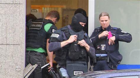 deutsche bank mariendorf dreister 220 berfall auf deutsche bank filiale in berlin
