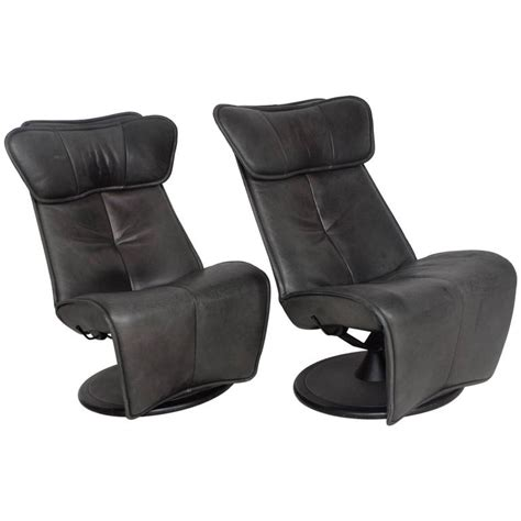 pair of contura zero gravity recliner chair by modi
