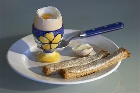 come si cucina un uovo sodo come cucinare l uovo alla coque tomato