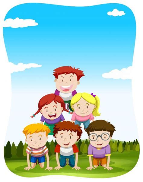 clipart bambini giocano bambini giocano piramide umana nell illustrazione