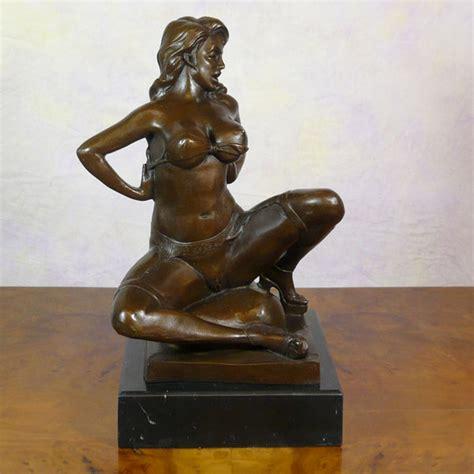 nudo wall base bronze statue erotic nude woman sculptures