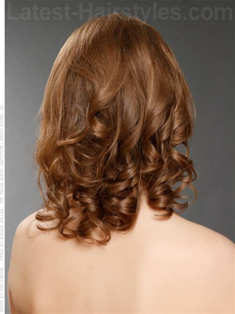 hairstyles with curls and volume 20 medium length hairstyles for winter our top picks