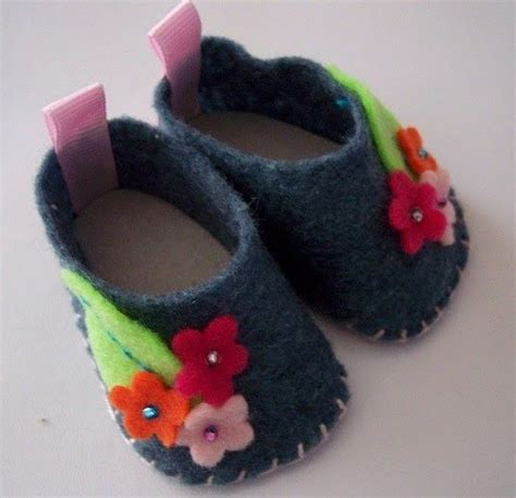 diy american doll shoes while tooling around and looking for diy items